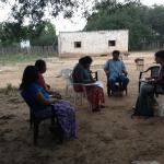 Asistentes de investigación y la becaria Celeste Baiocchi (Conicet-UNaF) durante la realización de trabajo de campo Julio 2014. Laguna Yema, Formosa.